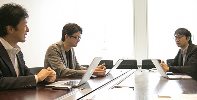 NHNテコラスが考えるWAF搭載やDDoS対策を施したセキュアなサーバーが選ばれる理由とは?株式会社サイバーセキュリティクラウド 渡辺洋司(右)NHNテコラス株式会社小柳津 純(中央)平賀 真琴(左)